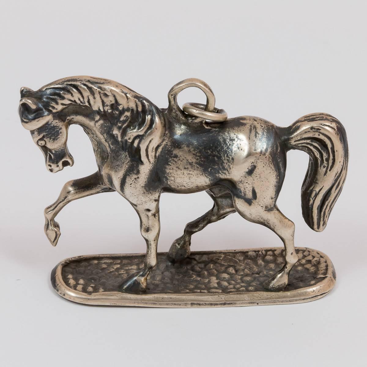 Pferd auf Sockel
