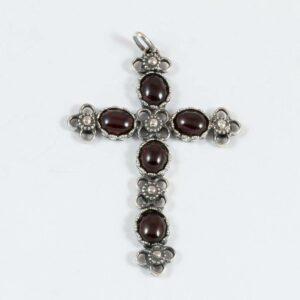 Kreuz mit vier Granatsteinen